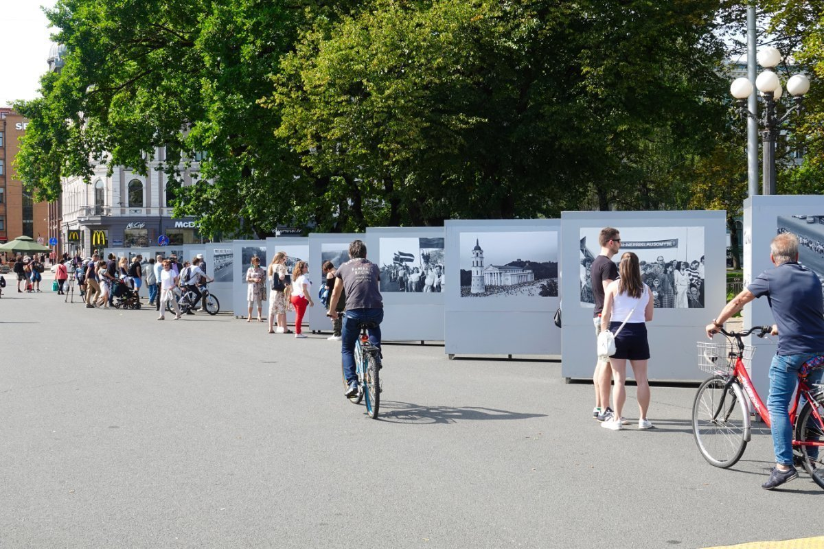 "Die ""Baltic Way"" Informationstafeln am Friedensplatz"
