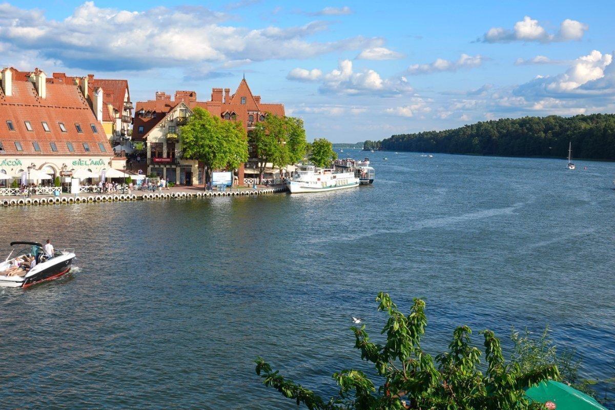 Flaniermeile am Ostufer des Sees