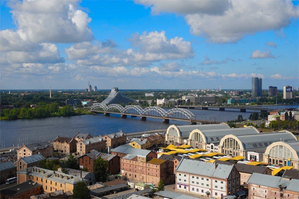 Fluss Dougave, Markthallen und lettische Bibliothek