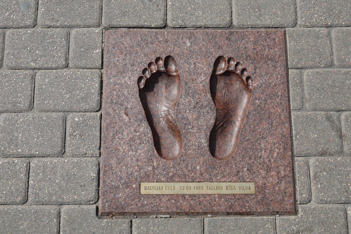 Fußabdruck in Gedenken an die Menschenkette 1989