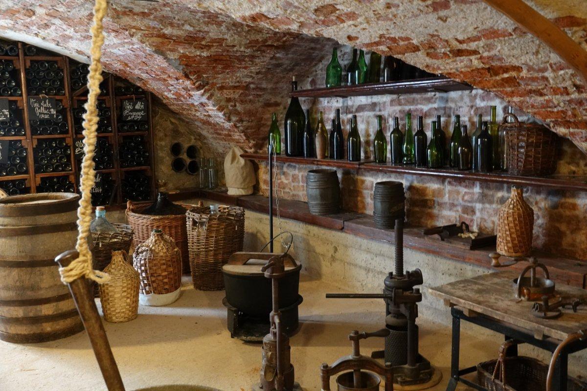 Im Kellergewölbe einer Apotheke wurde oft Schnaps destilliert