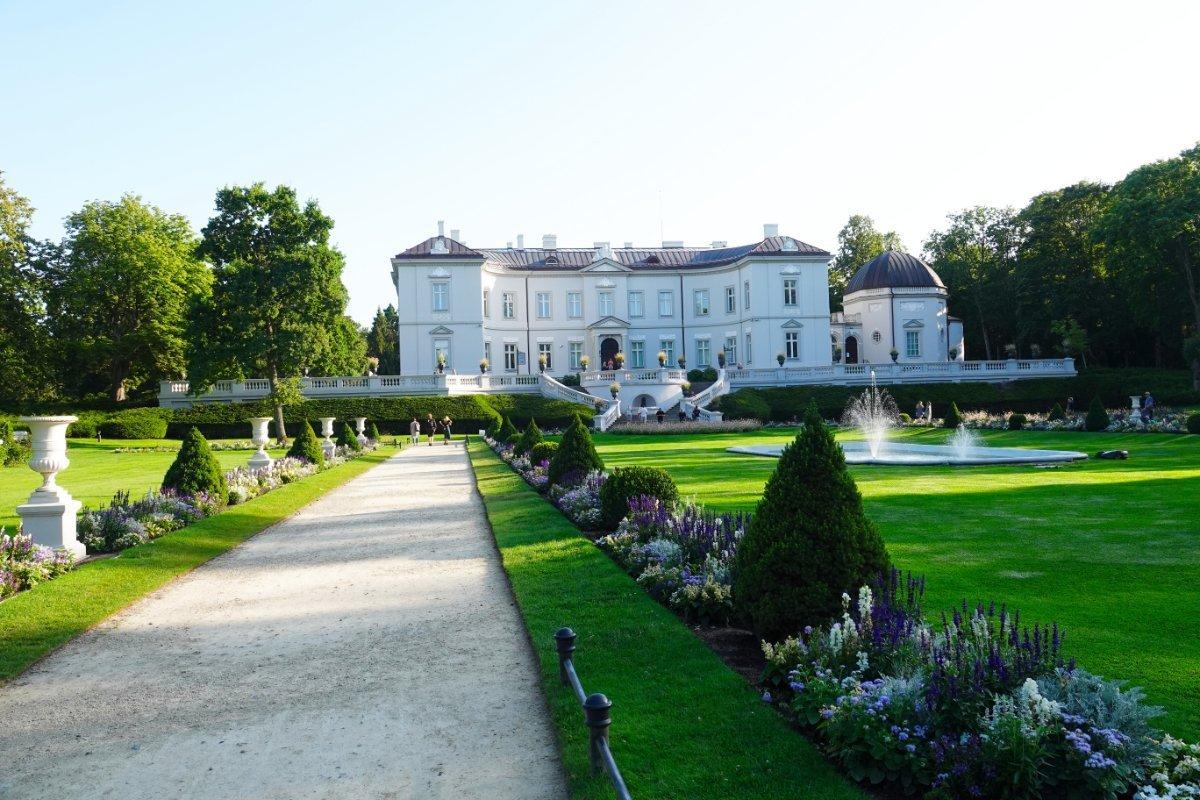 Palast und Teil des Parks