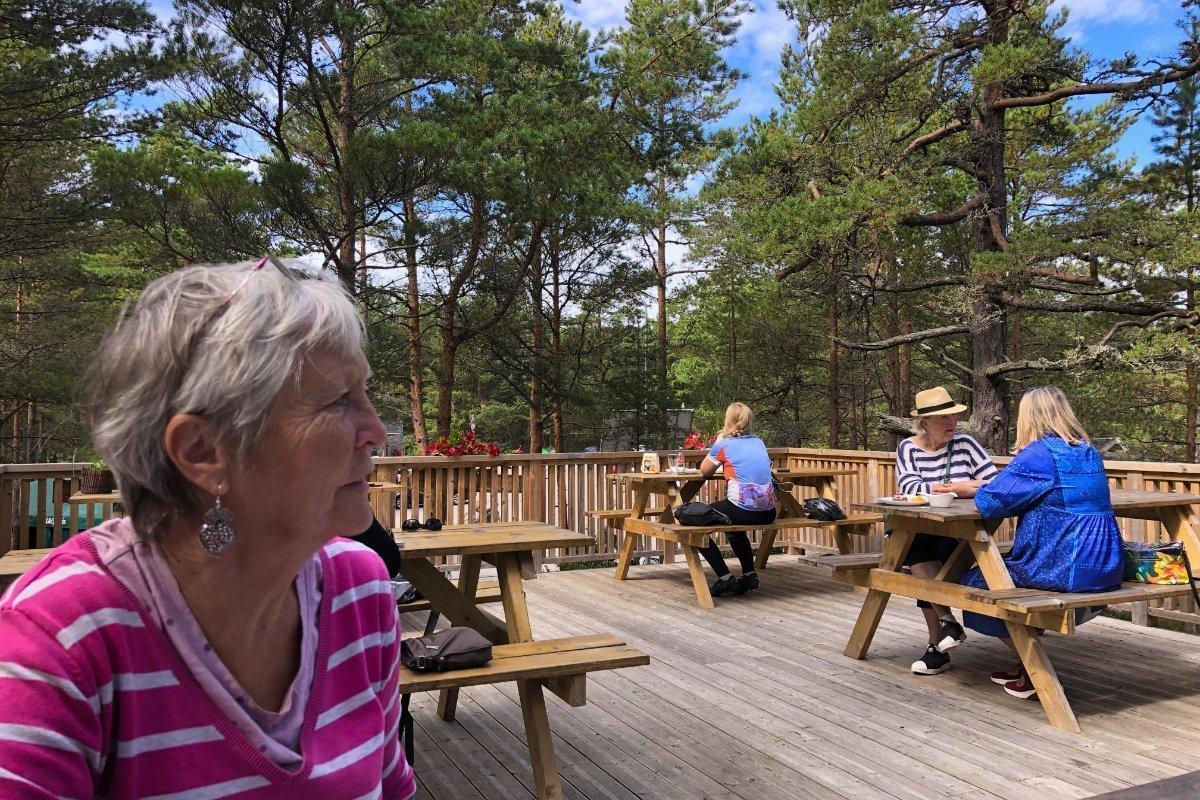 Pause im Dachgarten-Café am Kap Kolka