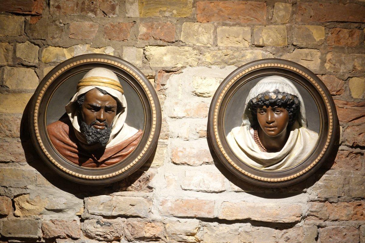 Schwarzhäupter-Reliefs im Schwarzhäupterhaus