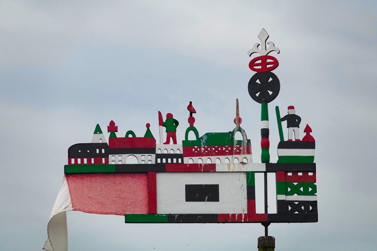 Traditionelle Windfahne