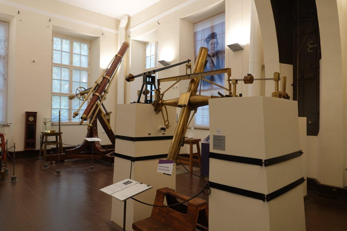 Astronomische Instrumente in der Sternwarte