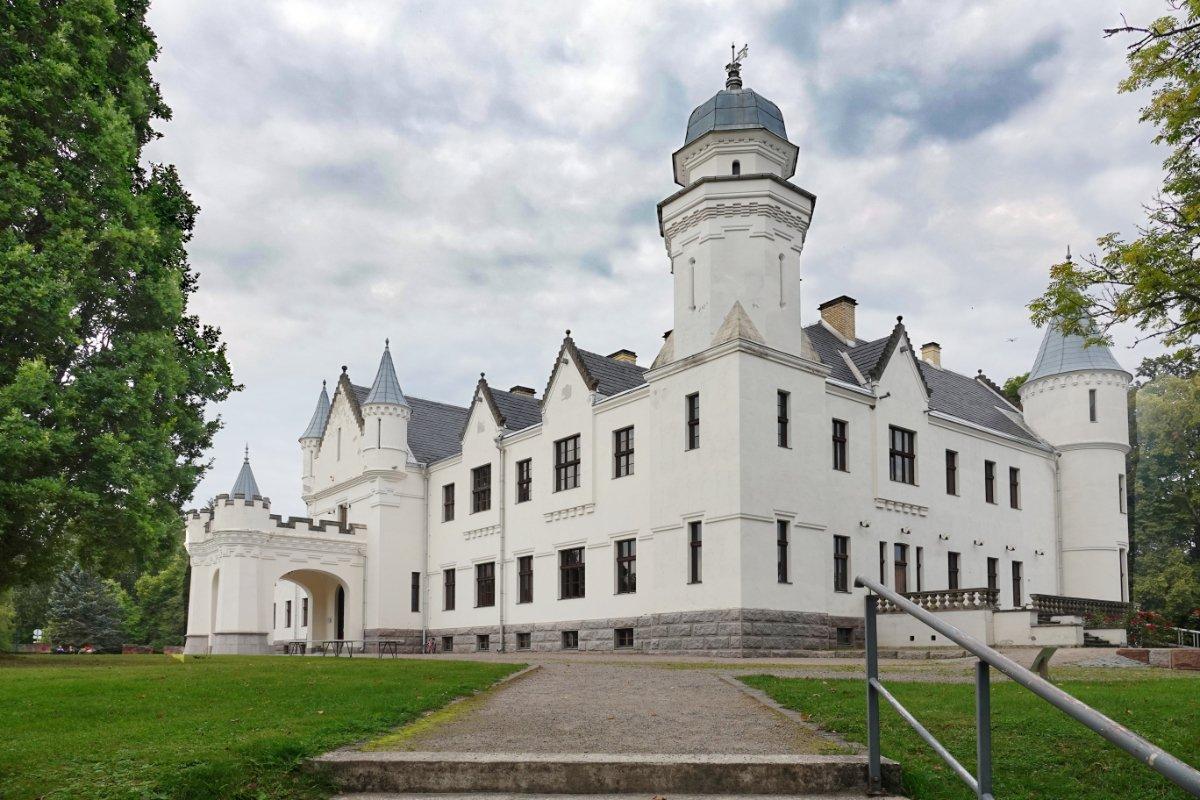 Balmoral Castle in Alavitski