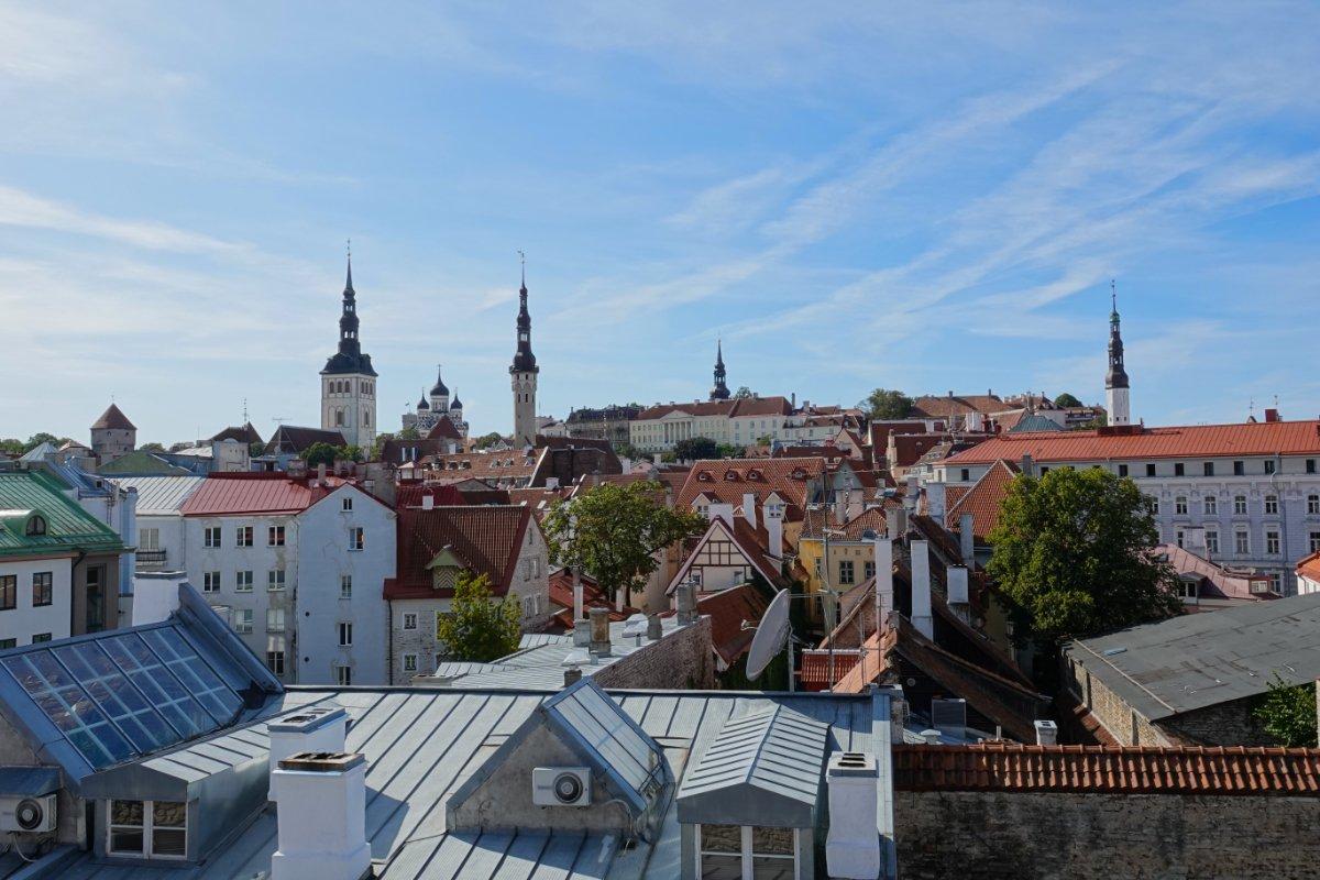 Über der Tallinner Altstadt