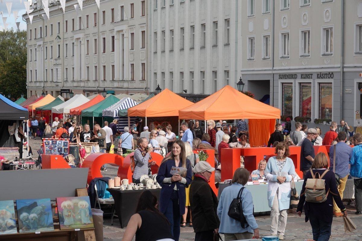 Buntes Treiben am Rathausmarkt