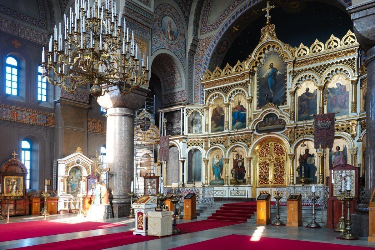 Der prächtige Innenraum der Orthodoxen Kirche