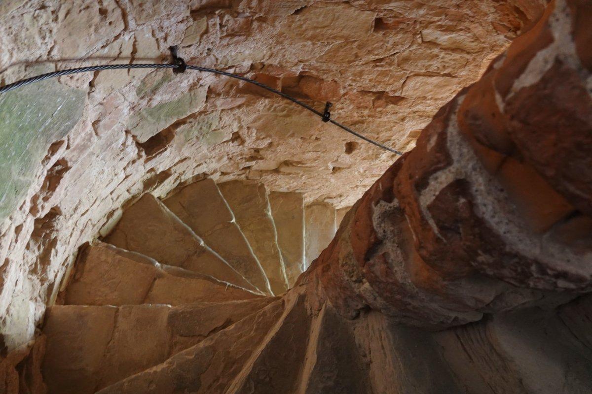 Enge Wendeltreppe im Wehrturm