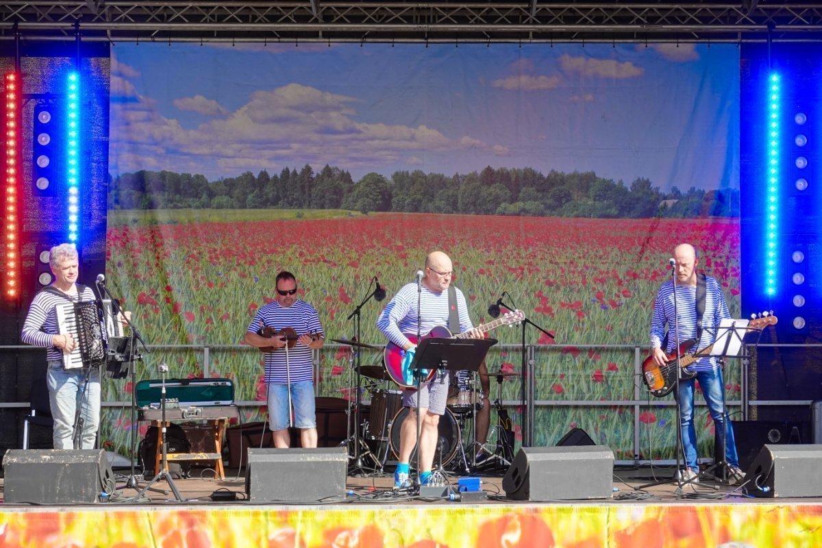 Estnische Band heizt ein im Stil von Santiano