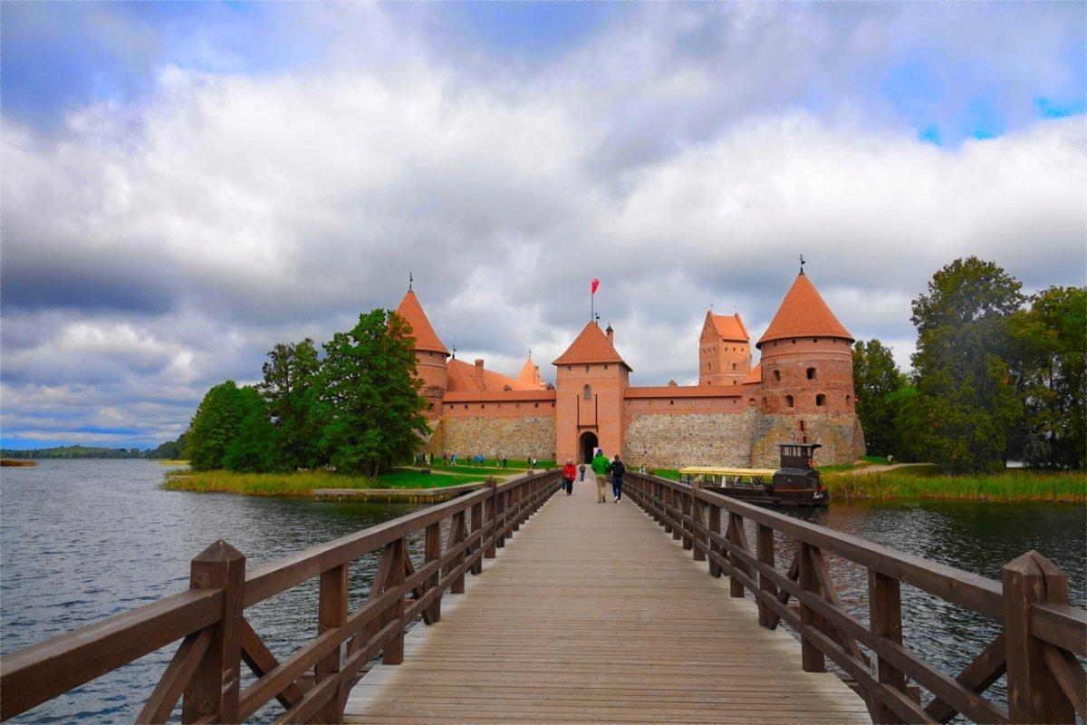 Fußgängerbrücke zur Burg