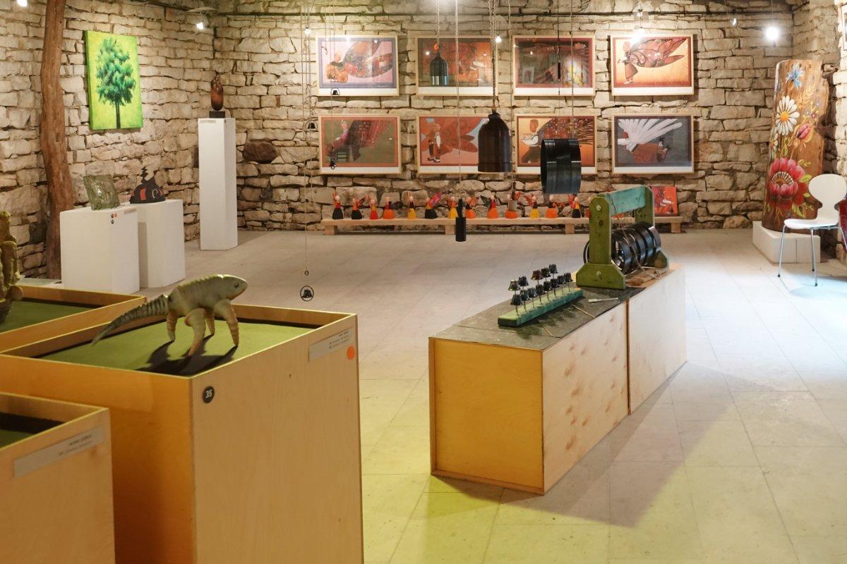 Galerie im Museumsdorf in Koguva