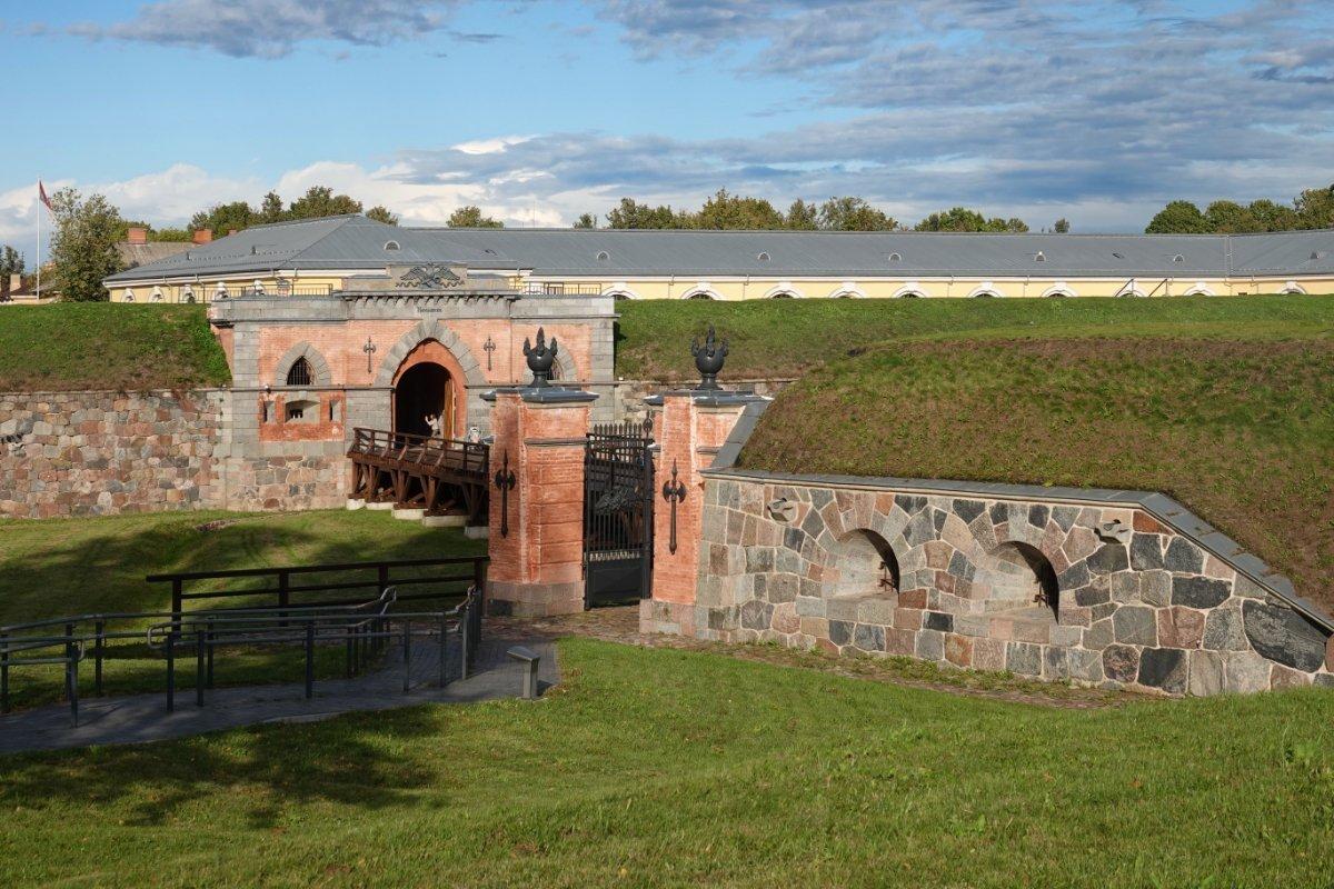 Gut erhaltene Wallanlagen der Festung