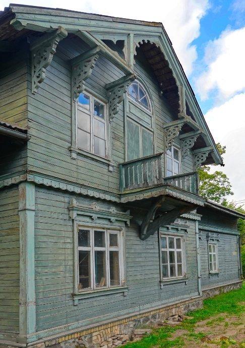 Gut erhaltenes Holzhaus