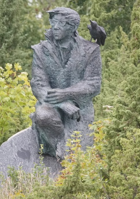 Statue von Juhan Smuul