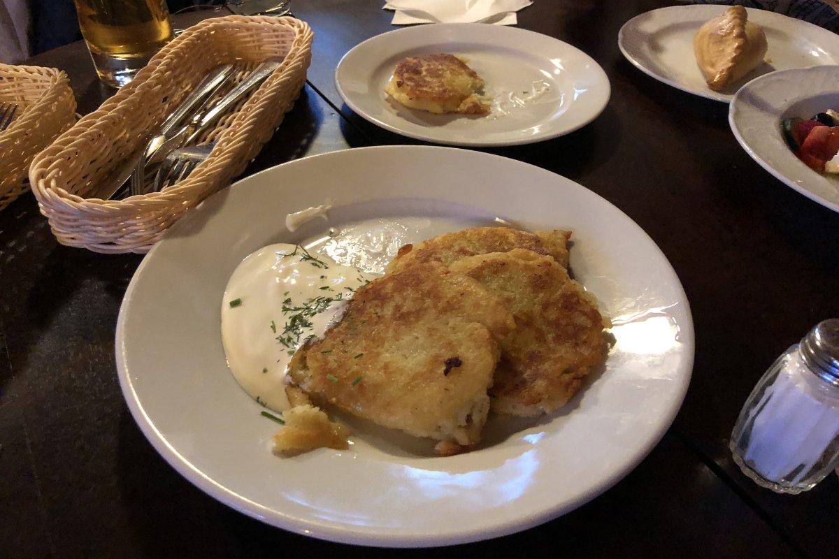 Litauische Küche: Kartoffelpuffer und Kibinai Teigtaschen