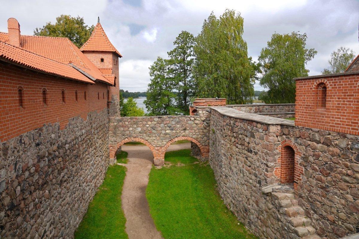 Passage zwischen den Burgteilen