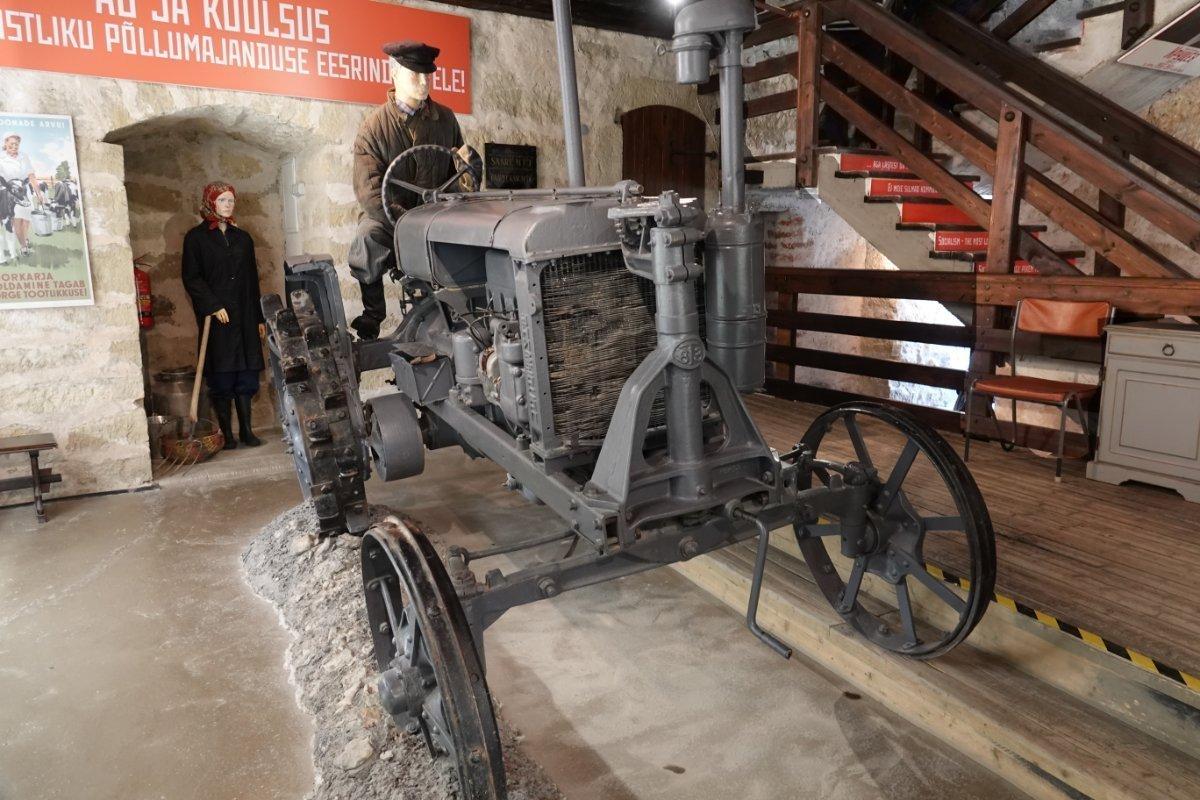 Sowjetischer Traktor
