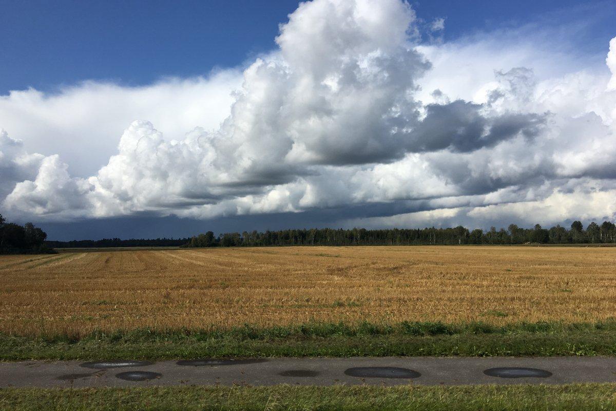 Wolkenformationen auf der Fahrt nach Daugavpils