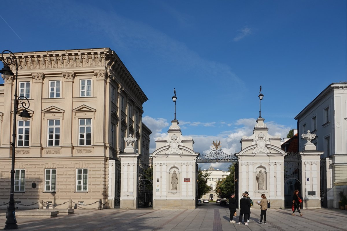 Eingang zur Universität im Barock-Design