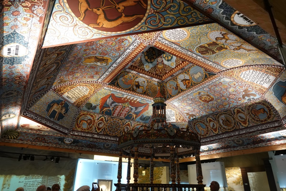 """Rekonstruierte Synagoge """"Hwisdez"""" im """"Polin""""-Museum"""
