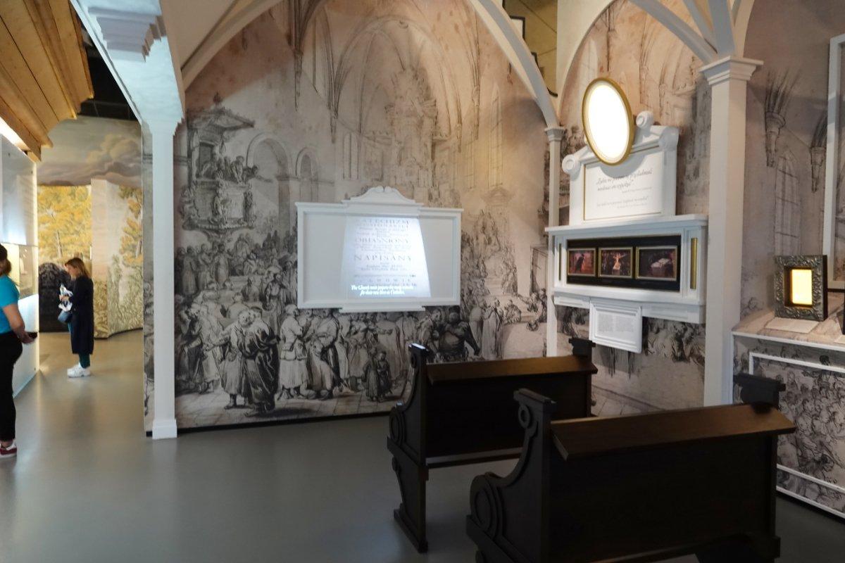 Rekonstruierter Gebetsraum in der Synagoge