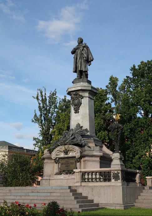 Statue von Adam Mickiewicz