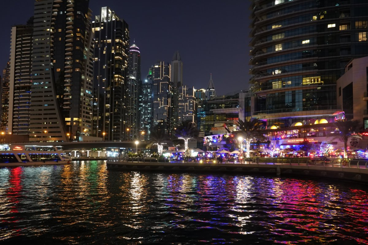 Dubai Marina Skyline am Abend