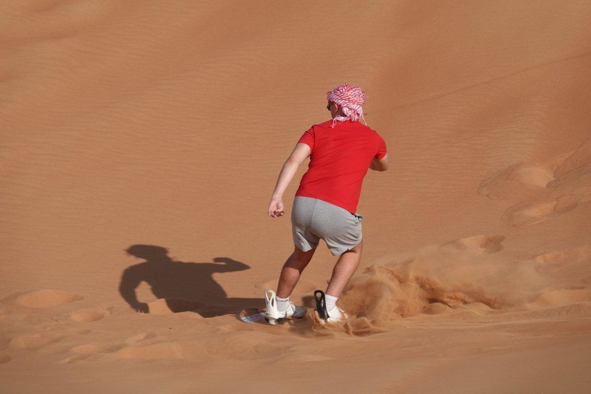 Sand Boarding in der Wüste