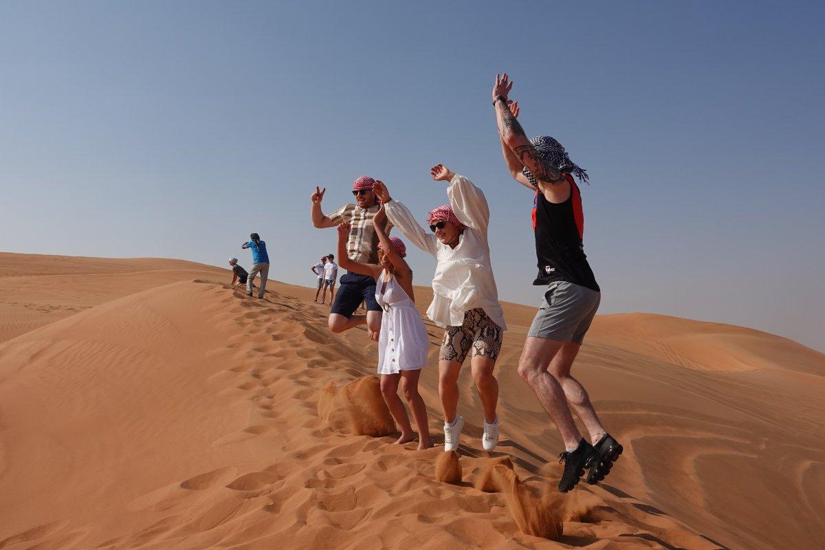 Sprungeinlage beim Fototermin in der Wüste