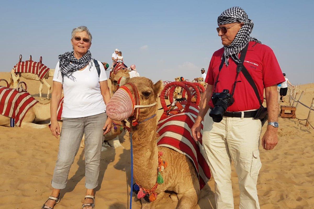 Wir mit unserem Kamel nach dem Ritt