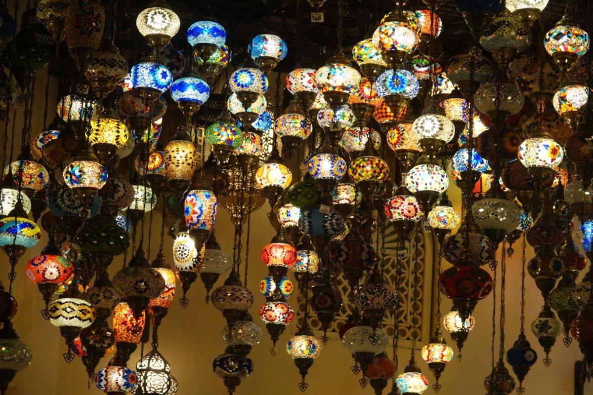 Arabische Lampen im Souk des Madinat