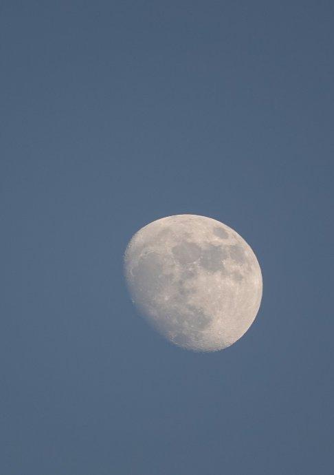 Mond über Dubai