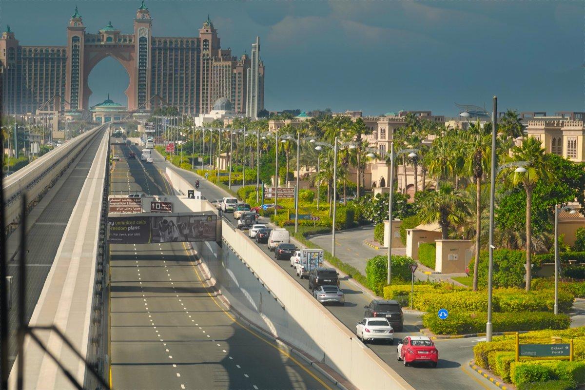 Monorail-Fahrt Richtung Atlantis Resort (im Hintergrund)