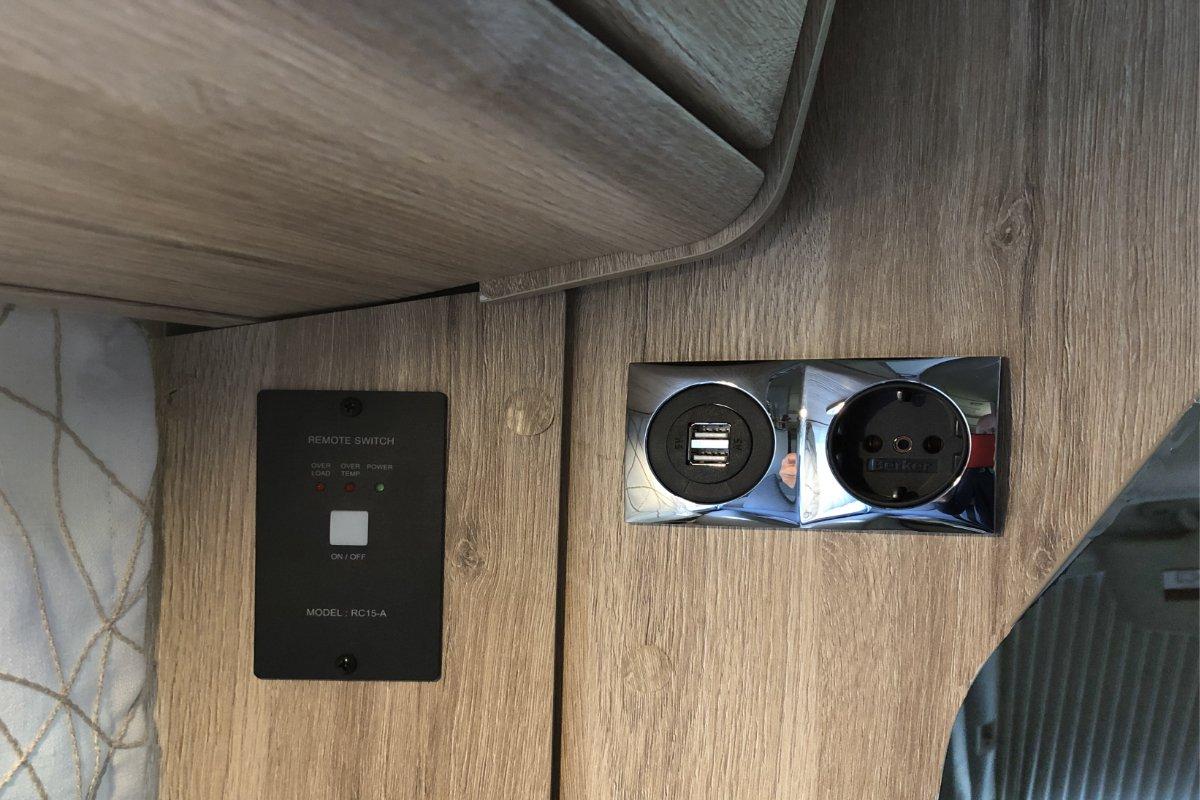Bedienungspanel, Doppel-USB und 230 V Steckdose