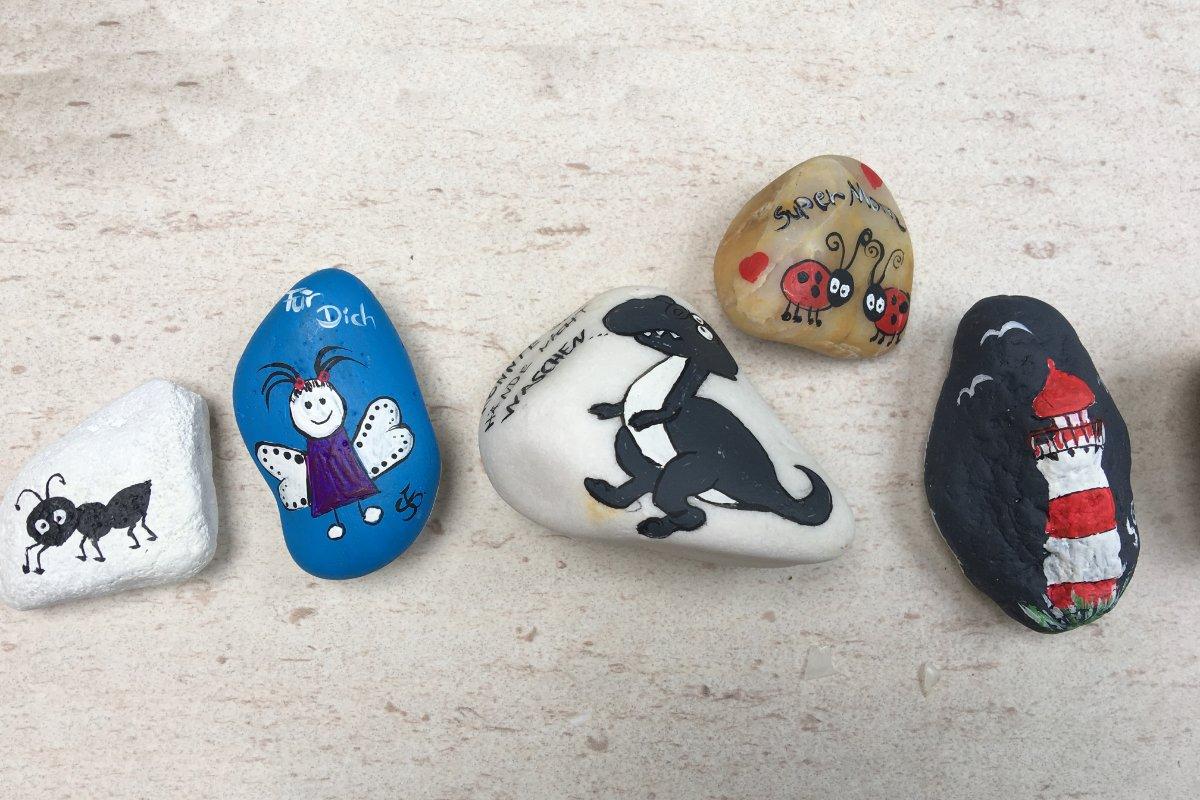 Bemalte Steinchen von Silke Gammert