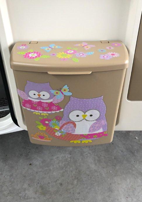 Dekorierter Müllbehälter