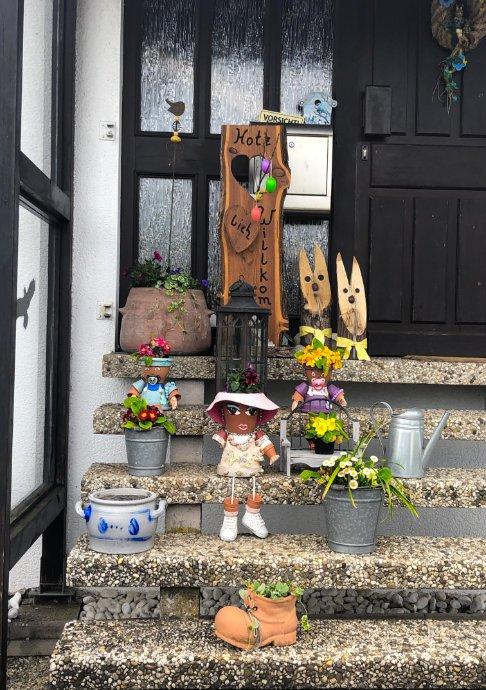 Kreativer Hauseingang in Konken