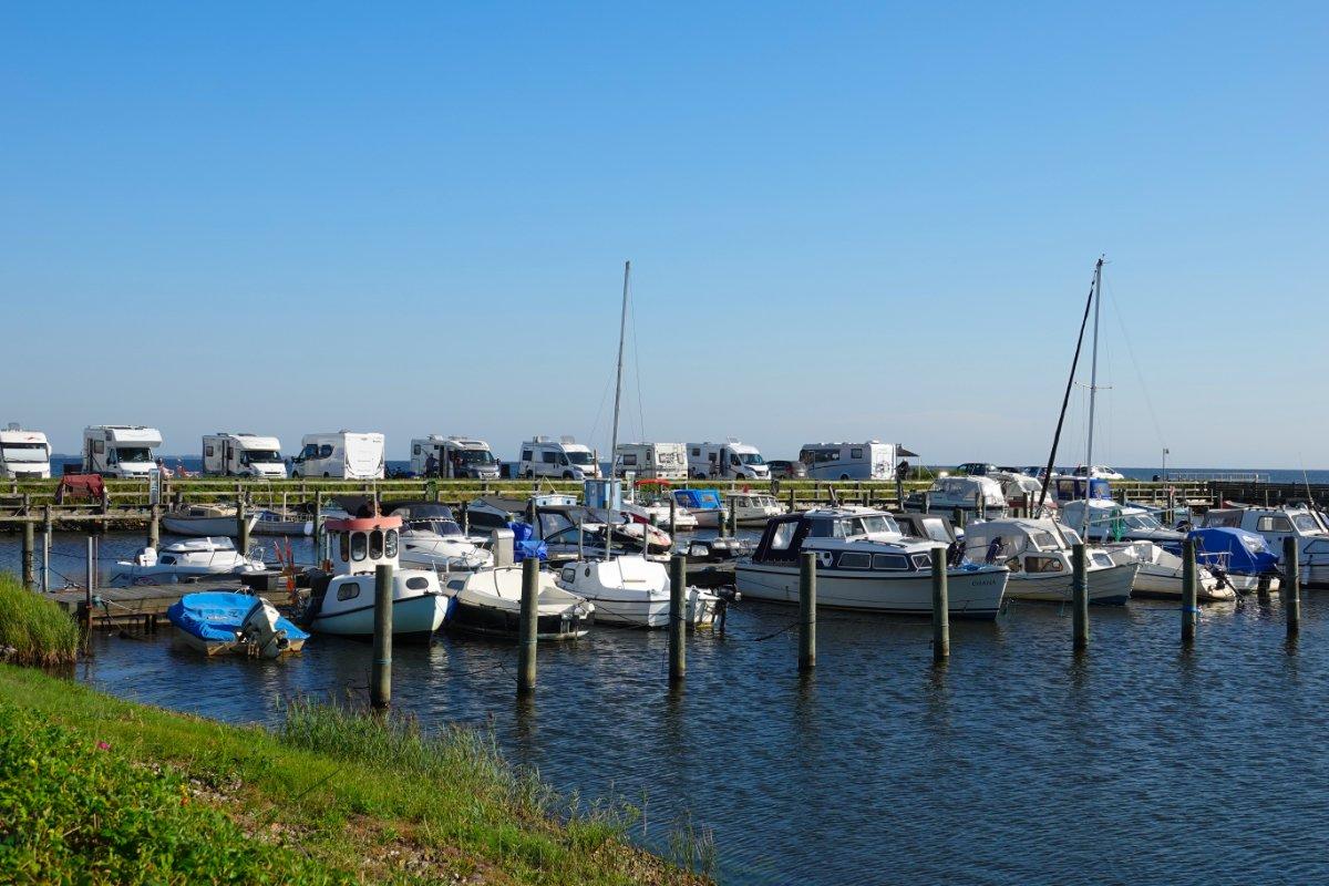 Hafen und (teurer) Wohnmobil-Stellplatz