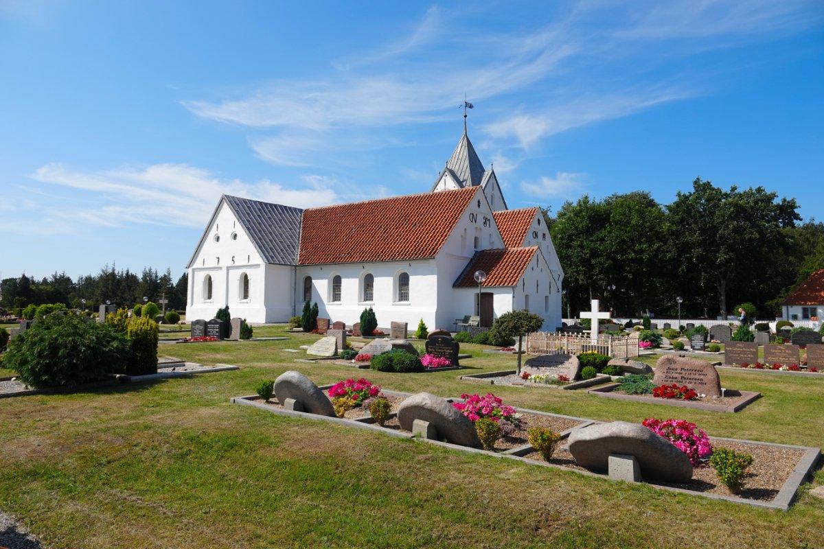 St.Clemens Kirche und Friedhof