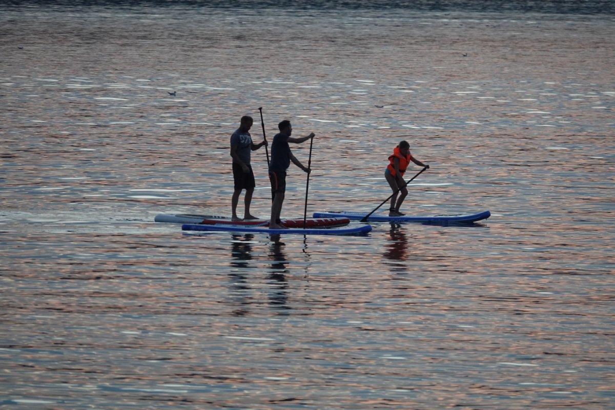 SUP Paddler auf der Förde