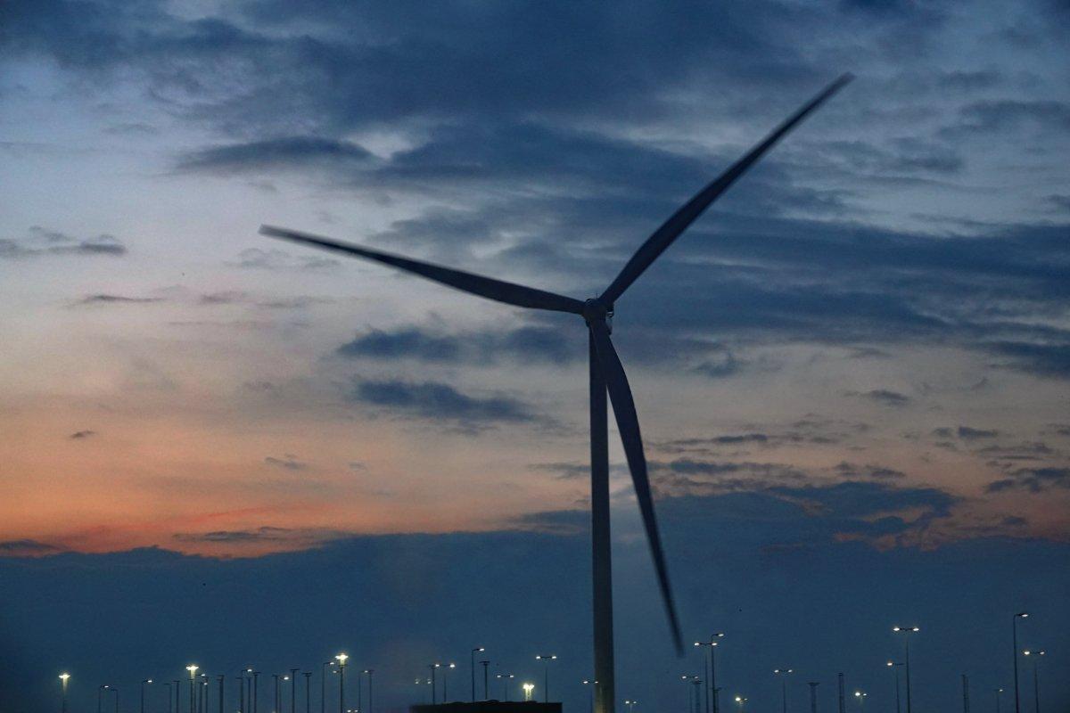 Stellplatz in Hirtshals unter einer Windturbine