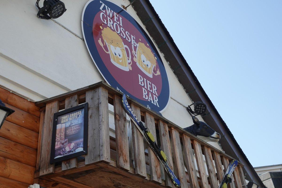 """Die """"Zwei Grosse Bier Bar"""""""