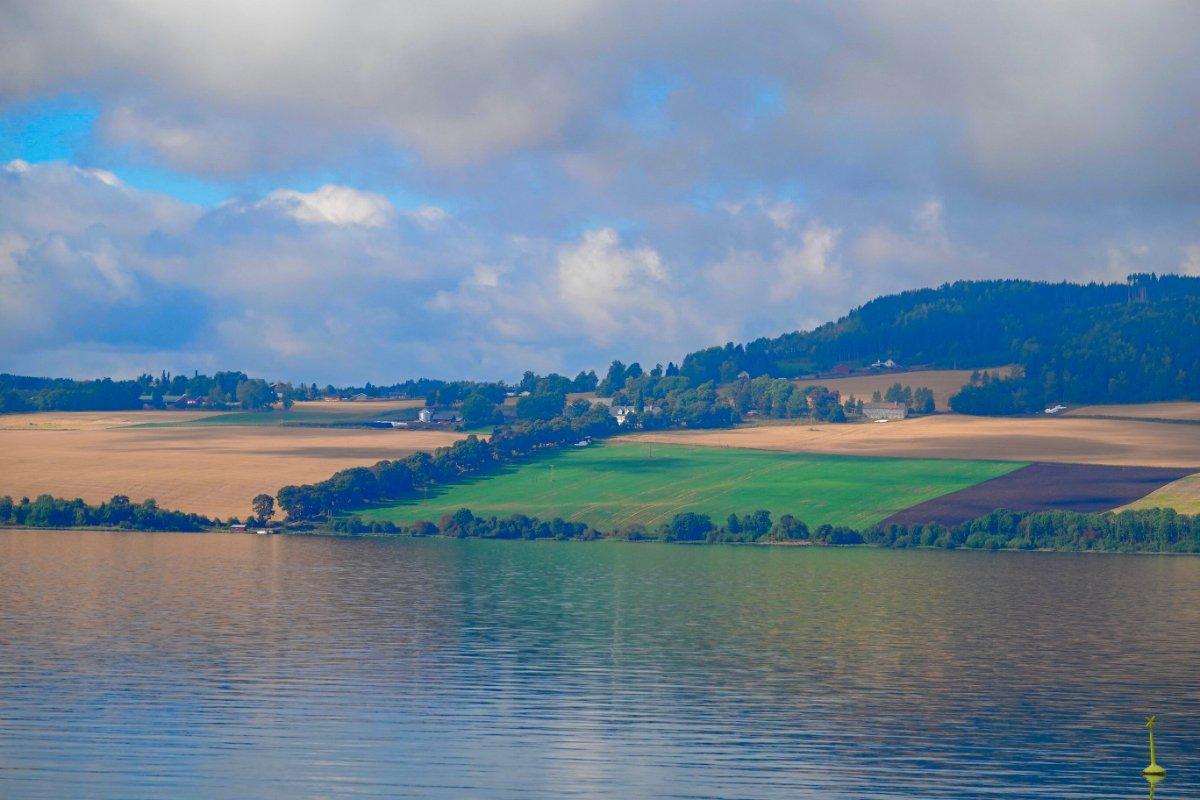Blick vom Stellplatz über den Mjøsa-See