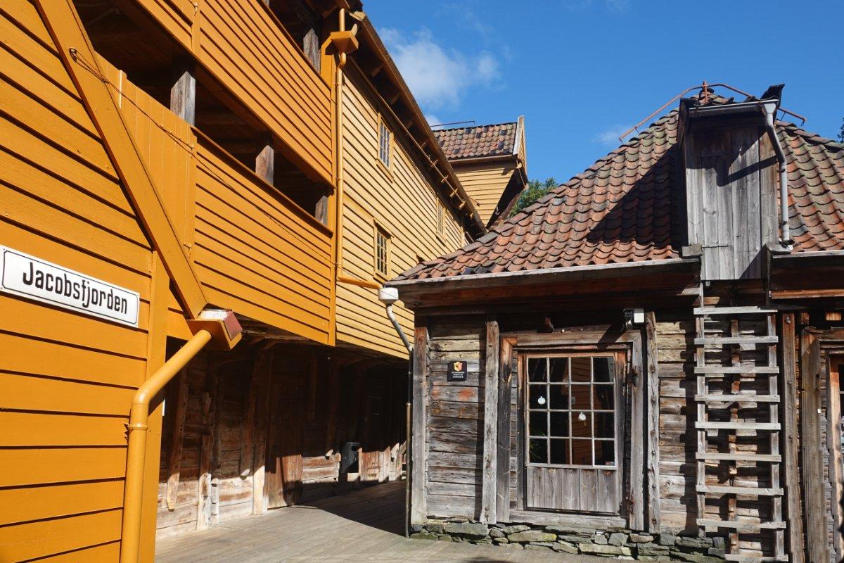 "Hinterhof im Hanseviertel ""Tyske Bryggen"""