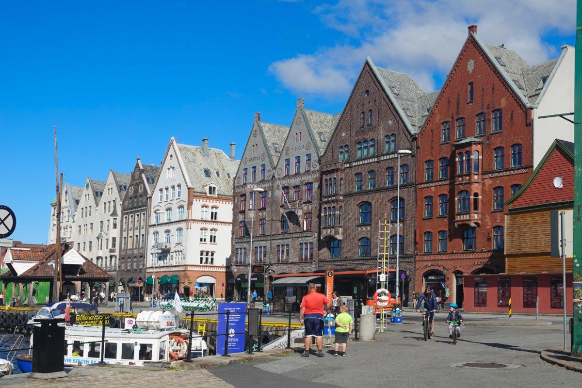 Historische, guterhaltene Häuser am Hafen
