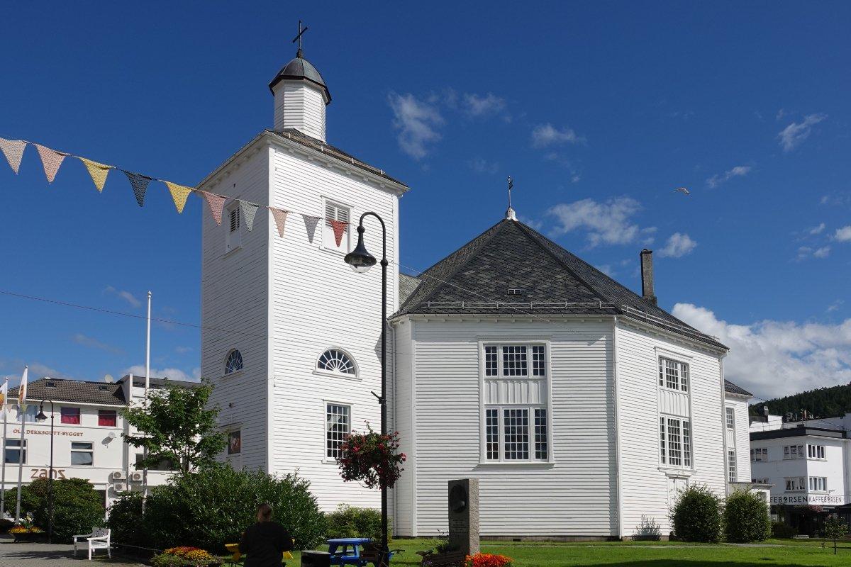 Die gut erhaltene Holzkirche
