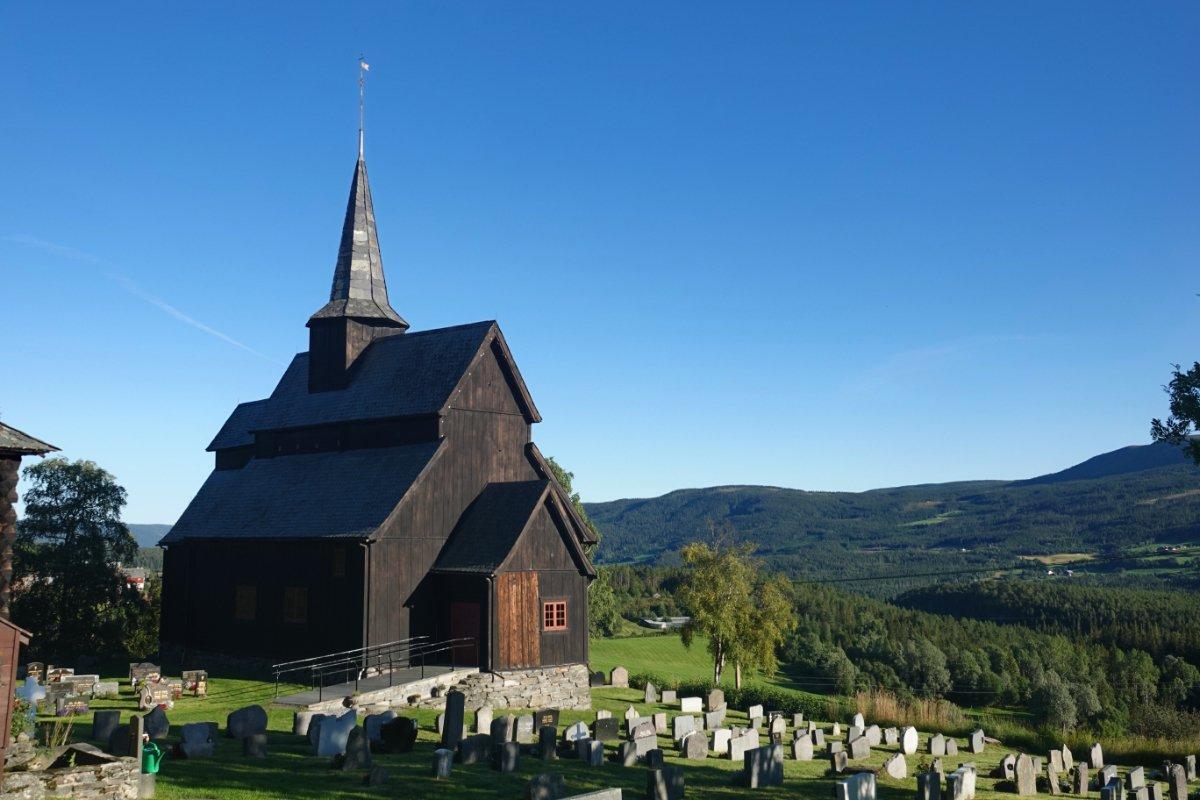 Stabkirche und Friedhof in Ryfoss